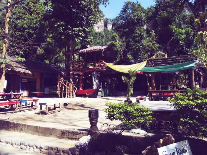 tonsaibay1